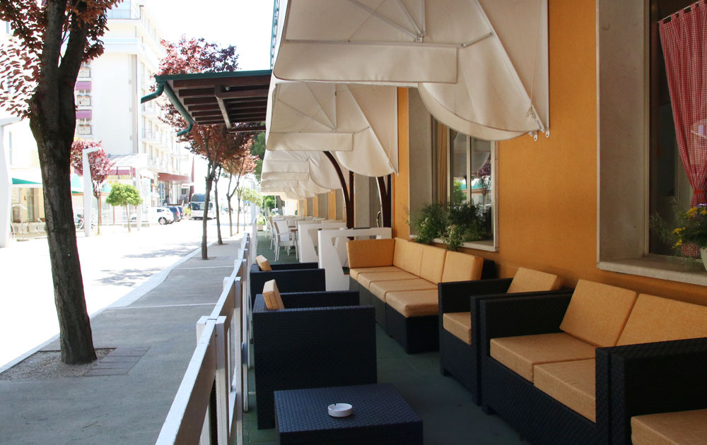 terrazza-esterna-hotel-international-jesolo
